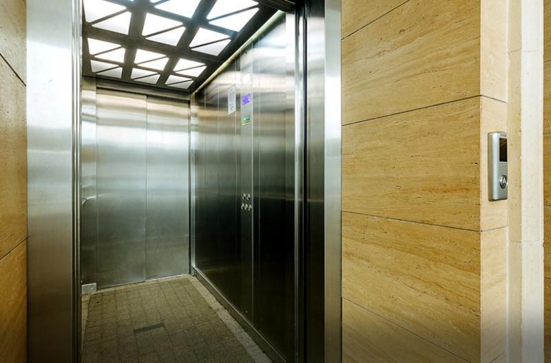 В домах устанавливают современные почтовые ящики, домофон, грузовые и пассажирские высокоскоростные лифты / Официальный портал мэра и правительства Москвы