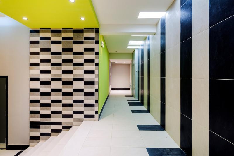 Холлы подъездов будут просторные, с низкими порогами, удобными для маломобильных жильцов / mos.ru