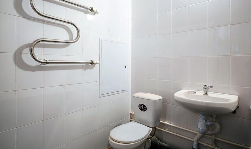 Ванные комнаты оборудуют хромированным полотенцесушителем и точкой доступа к инженерным системам / mos.ru