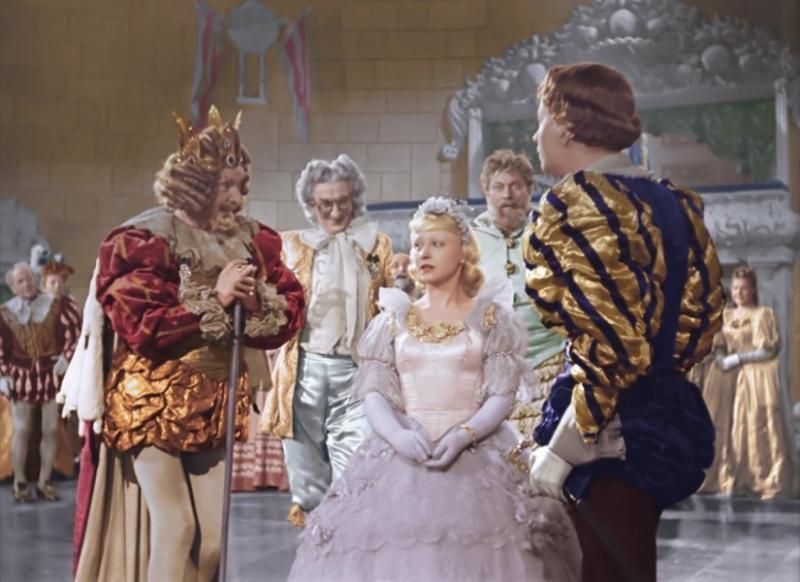 """После «Золушки» Кошеверовой не давали снимать сказки долгих пятнадцать лет / Кадр из фильма """"Золушка"""""""