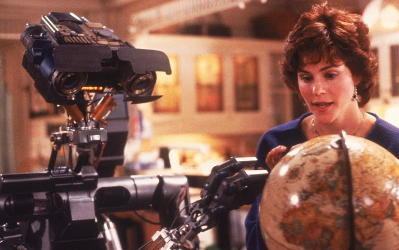 Тема взаимотношений с искусственным интеллектом давно обыграна в кино / кадр из фильма «Короткое замыкание»