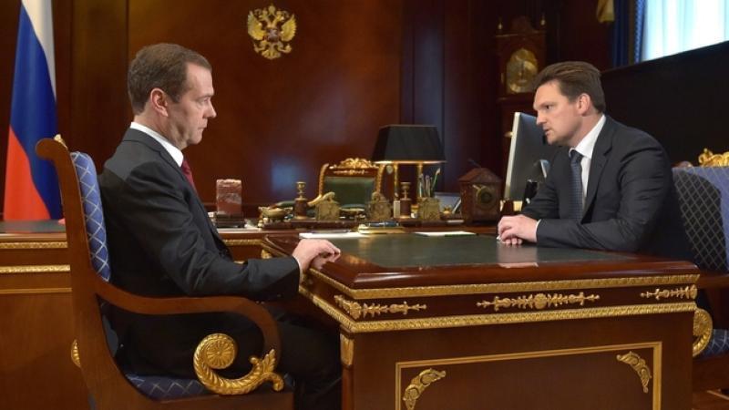 Ранее премьер-министр России Дмитрий Медведев (слева) рекомендовал на должность главы«Почты России»Николая Подгузова (справа) / сайт Правительства России