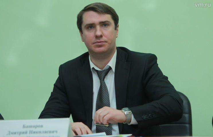 """Дмитрий Башаров признался, что будучи студентом специально проходил через «Площадь Революции», чтобы потереть нос пограничной собаке на удачу / Наталия Нечаева, """"Вечерняя Москва"""""""