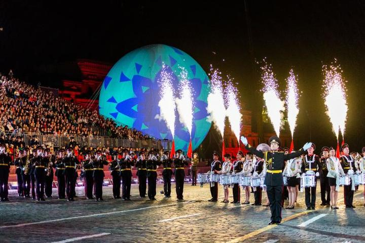 В мероприятии приняли участие 2,1 тысячи исполнителей, среди которых примерно тысяча были иностранными гостями / Пресс-служба Х Международного военно-музыкального фестиваля «Спасская Башня»