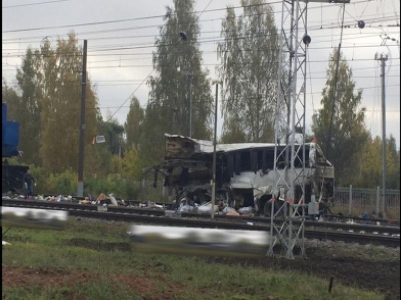 Поезд, предположительно, протащил по путям автобус / пресс-служба УМВД по Владимирской области