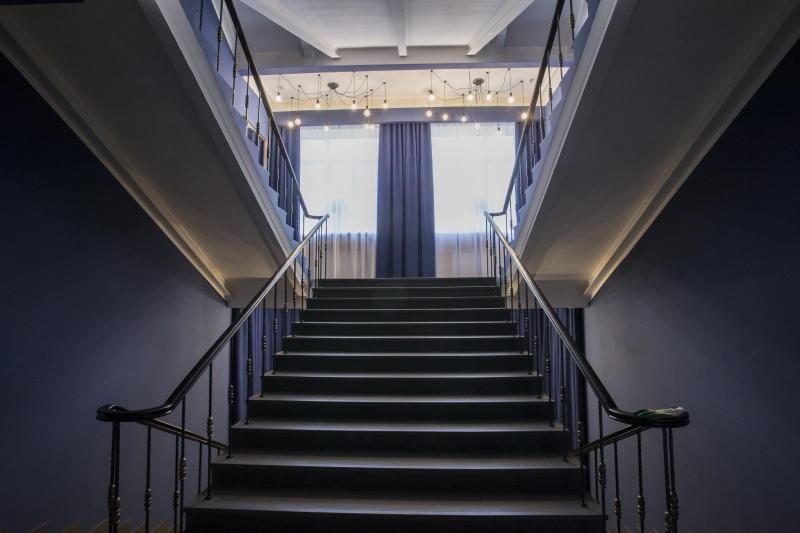 На фото: центральная парадная лестница / Валерий Мясников