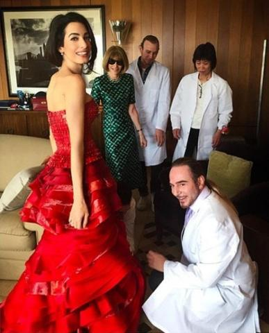 Гальяно создал наряд АмальКлуни специально для Бала Института костюма музея Metropolitan в Нью-Йорке / instagram.com/johngallianoofficial