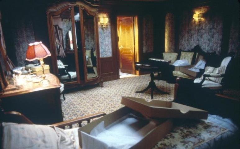 Почти все декорации корабля, от ковров до люстр, были реконструированы компаниями, которые когда-то оснащали настоящий «Титаник» / kinopoisk.ru