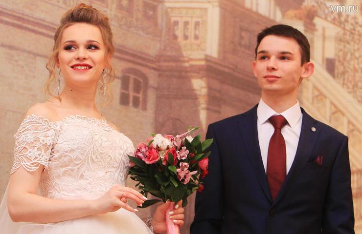 """В2018 году первые семьи в Москве были зарегистрированы 5 и 6 января. На фото: Юлия и Михаил Щелины / Наталия Нечаева, """"Вечерняя Москва"""""""