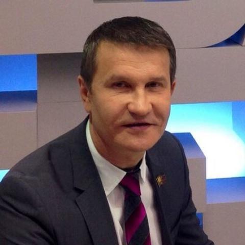 Перед избранием в Мосгордуму (2001-2005 год) работал руководителем юридического департамента открытого акционерного общества (ОАО) «Седьмой континент» / https://twitter.com/semennikov