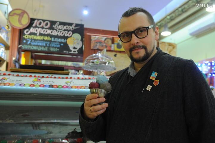 """Мороженщинк Виктор Енин рассказывает о сортах мороженого для настоящих гурманов / Александр Кожохин, """"Вечерняя Москва"""""""