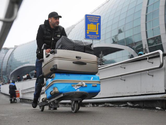 Деньги, как и документы, в чемодан класть не стоит