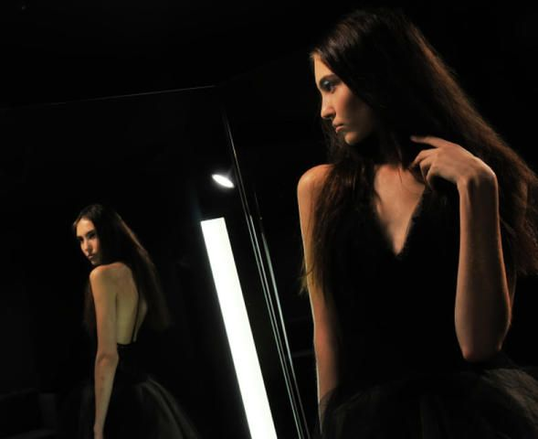 Как только вы почувствуете, что пришло время, можете прикупить пару черных платьев / Виталий Безруких/РИА Новости