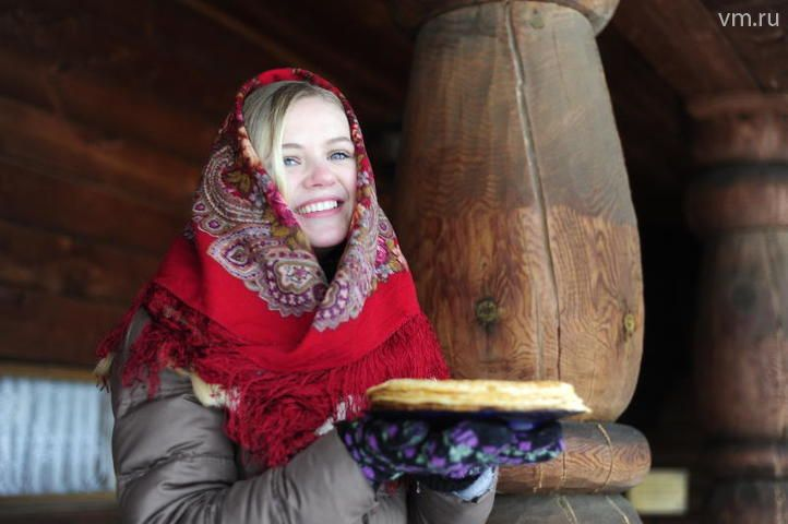 """У славян символом солнца издревле были блины, поэтому приготовление этого блюда тоже считается хорошей традицией / Пелагия Замятина,""""Вечерняя Москва"""""""