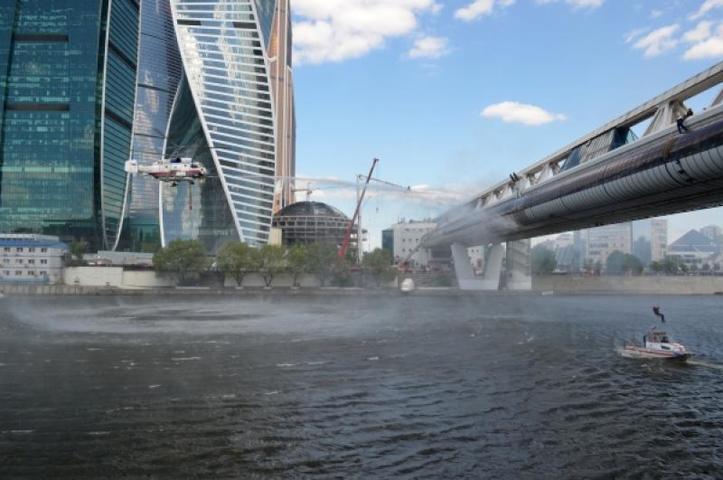 """Мост """"Багратион"""" открыли в 1997 году, он имеет два уровня / Илья Горбунов/РИА Новости"""