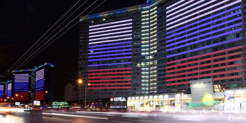 Фасад здания Государственной Думы Российской Федерации украсят поздравительным панно и 10 флагштоками с бело-сине-красными стягами / официальный сайт мэра и правительства москвы