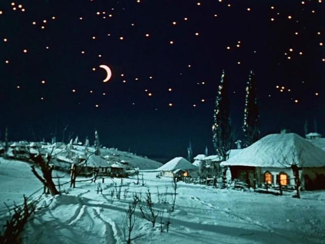 """Ясное ночное небо в этот день предвещает летние грозы / кадр из фильма """"Вечера на хуторе близ Диканьки"""""""