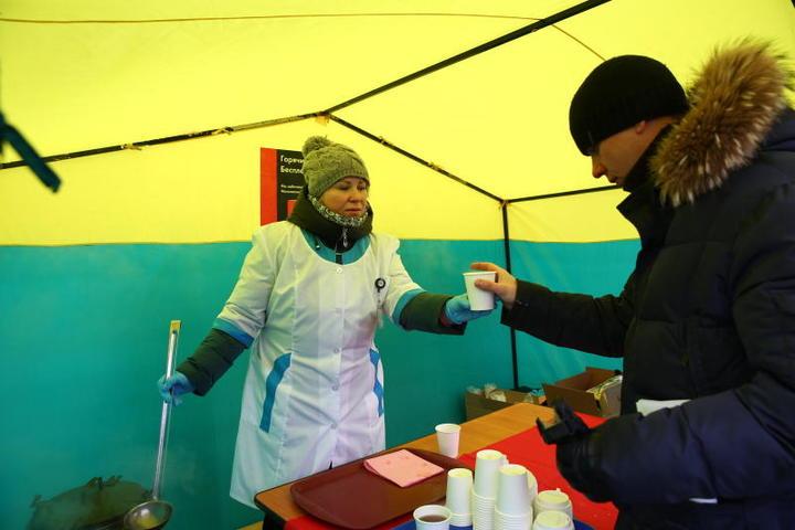 Раздача чая организована для удобства пассажиров / Пресс-служба Московского метрополитена