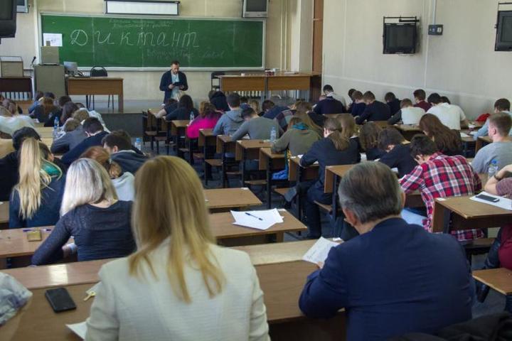 Диктант провел в субботу, 24 марта, ведущий Первого канала Тимур Соловьев / пресс-служба ГУП «МосгортрансНИИпроект»