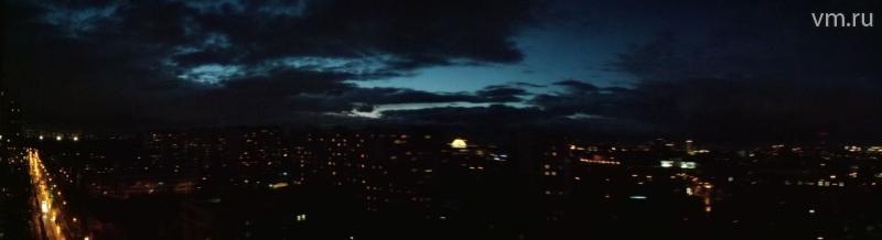 """Небо над Москвой / Валентин Савельев, """"Вечерняя Москва"""""""