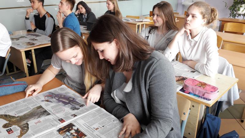 Ребята с интересом ищут ответы на страницах номера / Пресс-служба ГБОУ Школа № 1512