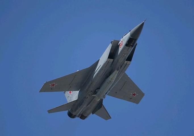 Модернизированные МиГ-31К, оснащенные новейшими гиперзвуковыми ракетными комплексами «Кинжал» / Министерство обороны России