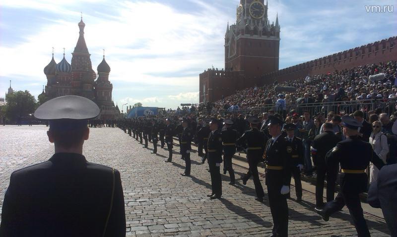 """Верховный главнокомандующий сказал, что все участники парада – молодцы / Алексей Пищулин, """"Вечерняя Москва"""""""