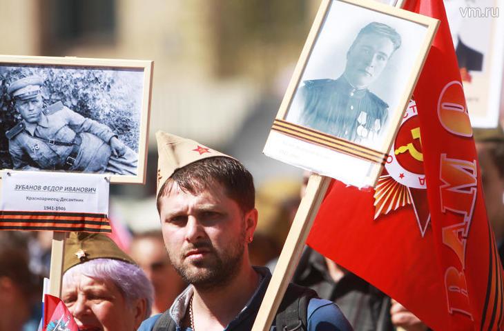 """Более 1 000 000 человек прошли вчера маршем по Москве / Наталия Нечаева, """"Вечерняя Москва"""""""