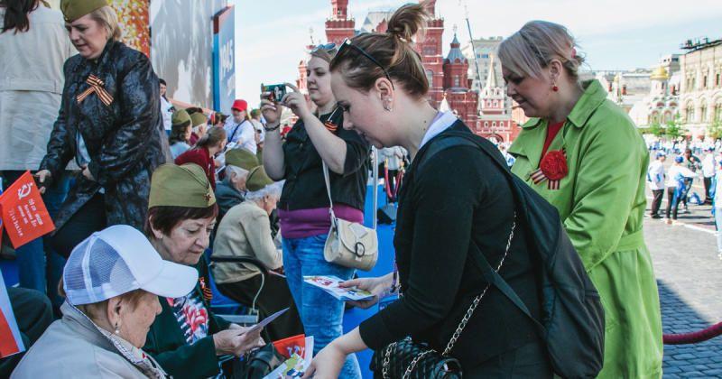 Ветеранов поздравили волонтеры и горожане / sobyanin.ru