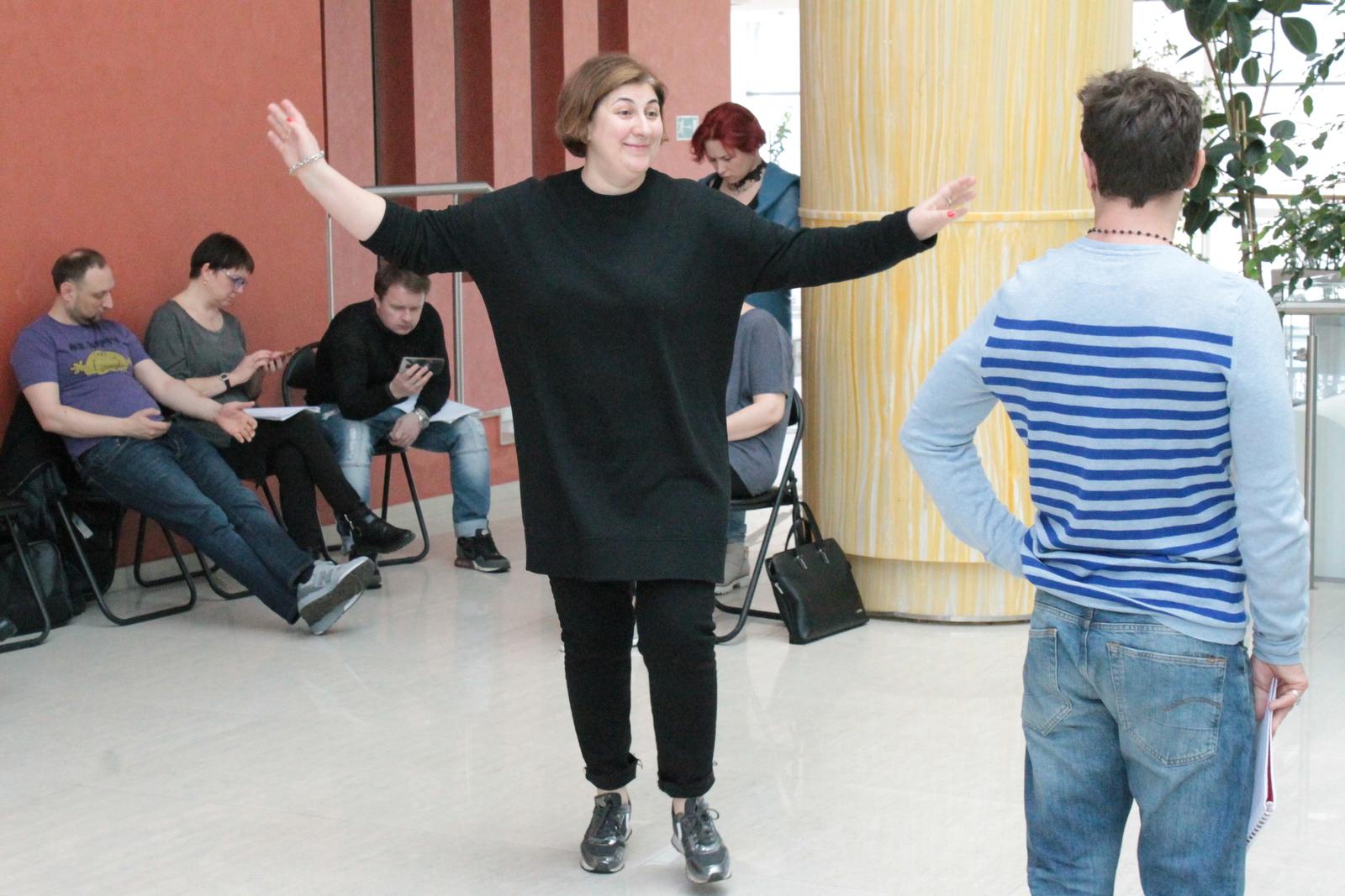 Нина Чусова и ее команда досконально изучает лексику пьесы, в которой много слов из украинского фольклора