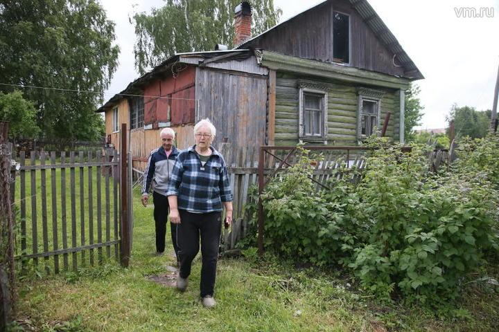 Почти половина опрошенных сообщили, что в отпуске останутся дома или проведут его на даче / Владимир Смоляков