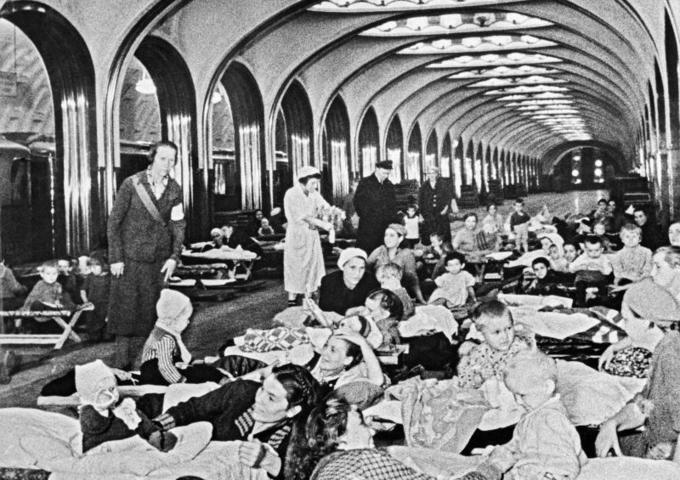 Убежище, роддом и библиотека. Как жило метро в военное время