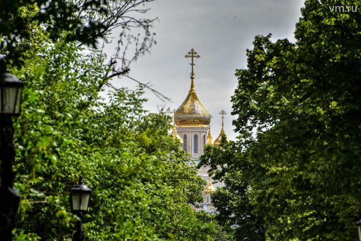 """Образ княгини Ольги будет не только запечатлен в пишущихся храмовых иконах, но и в дальнейшем найдет отражение и в росписи стен храма / Пелагия Замятина, """"Вечерняя Москва"""""""