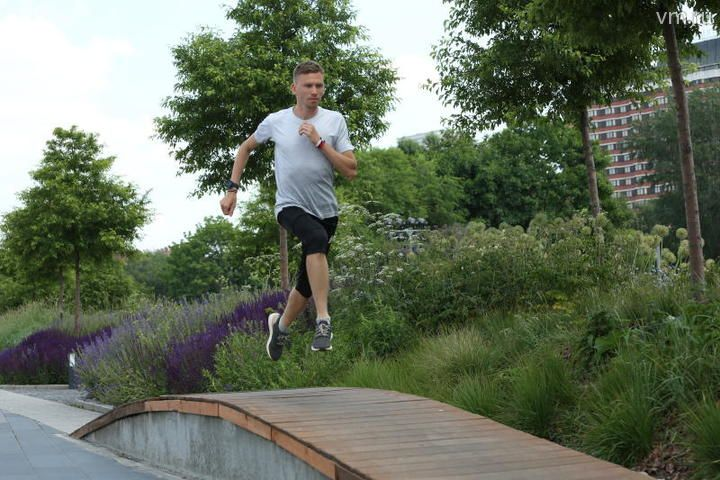 Искандер Ядгаров преодолел дистанцию в 42,2 километра за 2 часа 18 минут 2 секунды