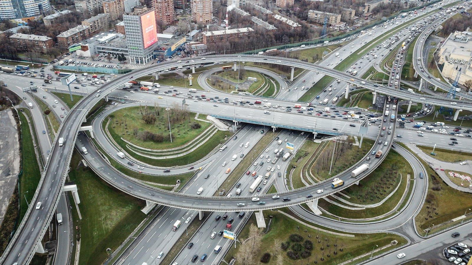 За последние годы вдоль столичных дорог удалось снизить количество вредных выбросов в окружающую среду / Агентство городских новостей «Москва»