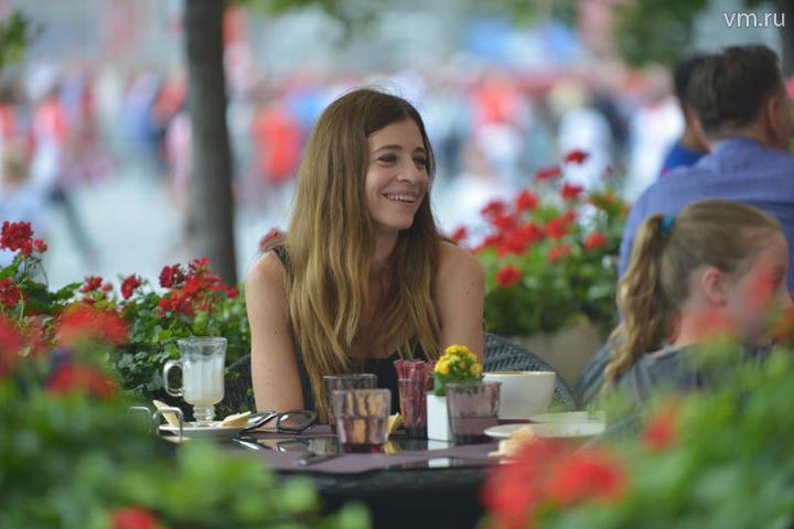 """Рестораторы отмечают, что каждый зарубежный болельщик, посетивший Москву – это «посол доброй кулинарной воли», который, по возвращении домой, расскажет друзьям и знакомым о том, как вкусно можно поесть в столице России / Наталья Феоктистова, """"Вечерняя Москва"""""""