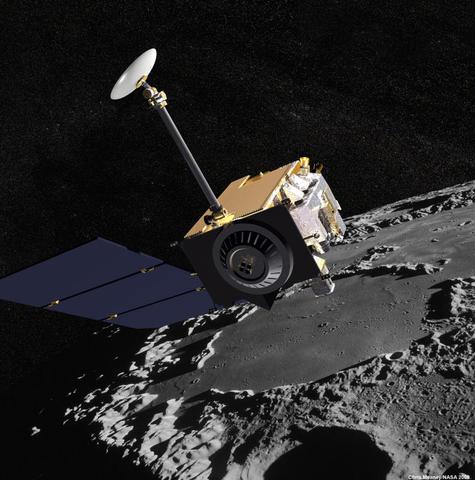 Зонд LRO, который обнаружил огромные залежи льда на южном полюсе спутника / NASA