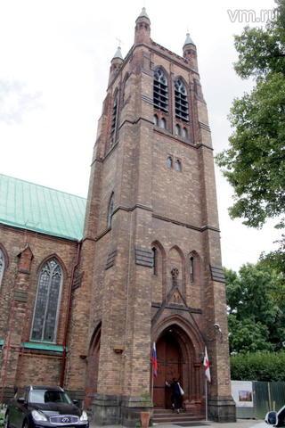 """Здание церкви было построено по проекту английского архитектора и является типичным для Англии готическим храмом / """"Вечерняя Москва"""", Сергей Шахиджанян"""