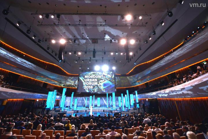 """Владимир Путин высоко оценил концертный зал парка Зарядье и назвал его одним из лучших в Европе / Наталья Феоктистова, """"Вечерняя Москва"""""""