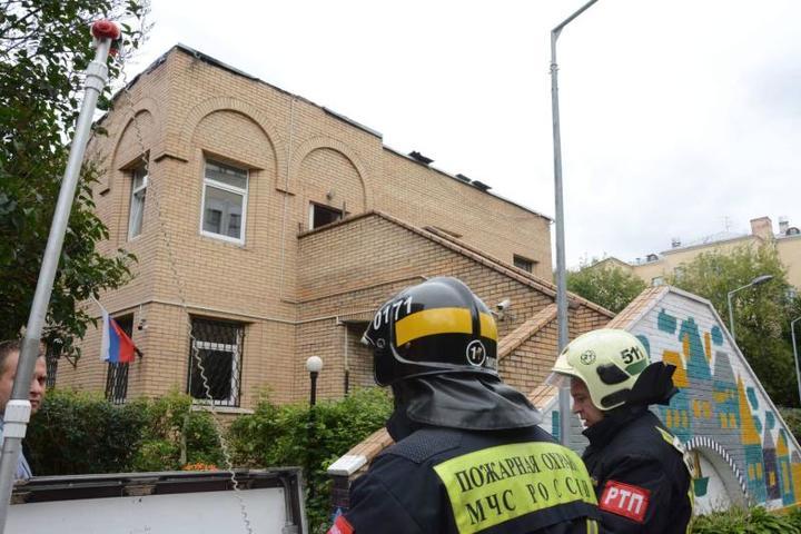 Пожар на крыше детского сада в Москве ликвидировали