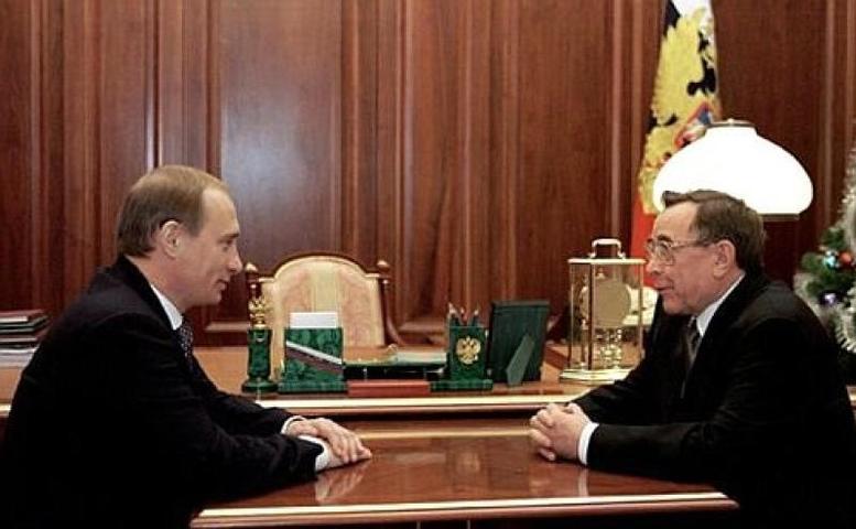 Встреча президента Владимира Путина с председателем Высшего арбитражного суда Вениамином Яковлевым. 2 августа 2004 года / Официальный сайт президента РФ