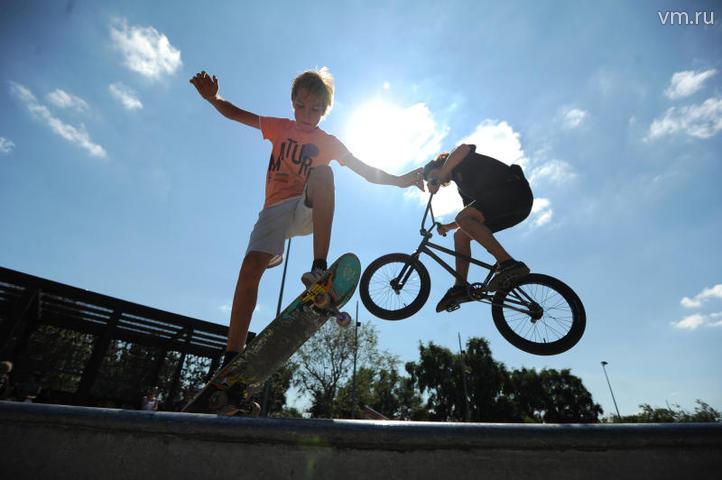 На памп-треке смогут тренироваться велосипедисты, скейтбордисты, роллеры и райдеры на самокатах. На фото Глеб Донцов / Светлана Колоскова