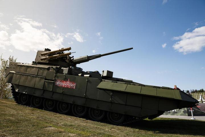 """На экспозициях были представлены новейшие и перспективные образцы вооружения и военной техники / Алексей Ерешко, """"Вечерняя Москва"""""""