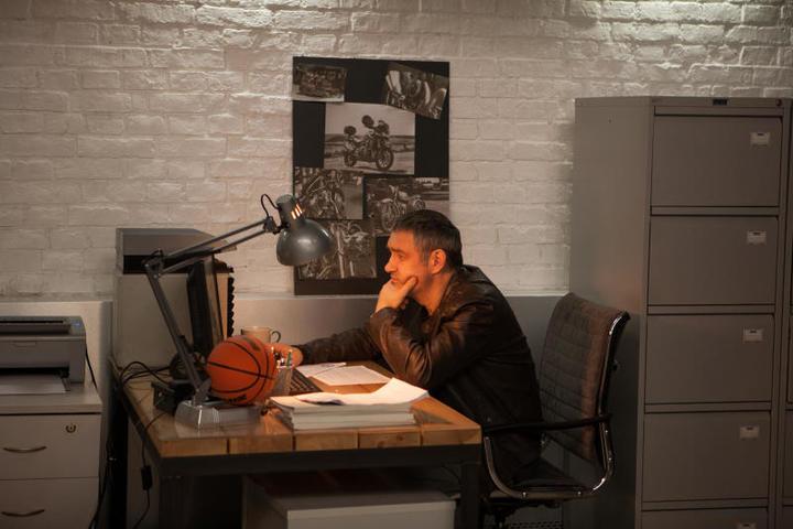 Константин Юшкевична съемках продолжения сериала «Балабол» / кадр со съемок предоставлен пресс-службой