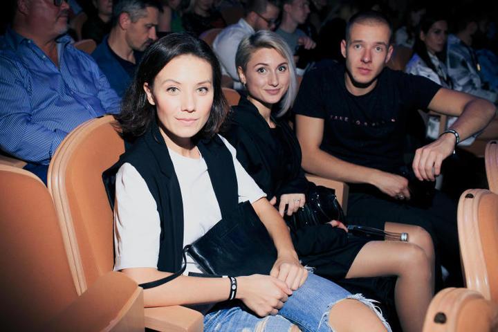 На показе присутствовали исполнители ролей фильма и другие известные актеры, сценаристы.На фото Анастасия Попова и Артем Сучков с супругой / предоставлено каналом ТВ-3