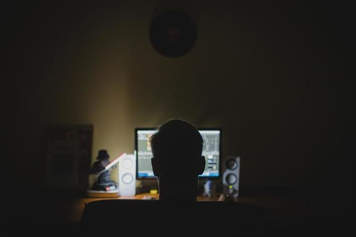 Наблюдения за криминальными тенденциями позволяют сотрудникам правоохранительных органов сделать однозначный вывод — чаще всего ряды шантажистов сегодня пополняют продвинутые «айтишники» / https://pixabay.com/ru