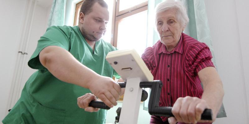 «Санаторий на дому» помогает одиноким ветеранам, которые не могут воспользоваться лечением в санатории / mos.ru