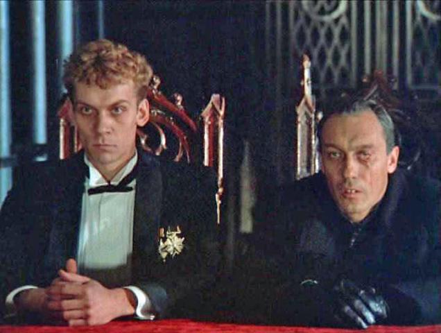 Кадр из фильма «Убить дракона»: Виктор Раков (слева) в роли Генриха, Олег Янковский — в роли Дракона / Кадр из фильма  «Убить дракона»