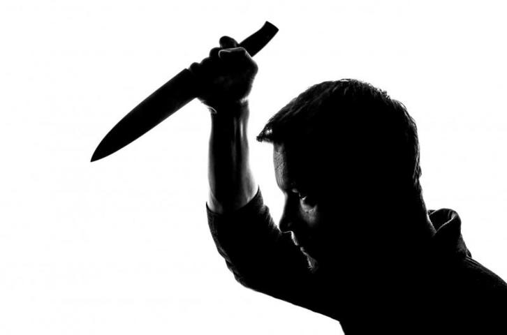 Периодически я имею неудовольствие общаться с учителями сыновей. Ножей с собой не беру. Мало ли что