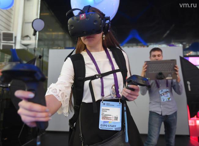 """Чтобы попасть на уроки в виртуальной реальности, достаточно надеть 3D-очки / Александр Кожохин, """"Вечерняя Москва"""""""